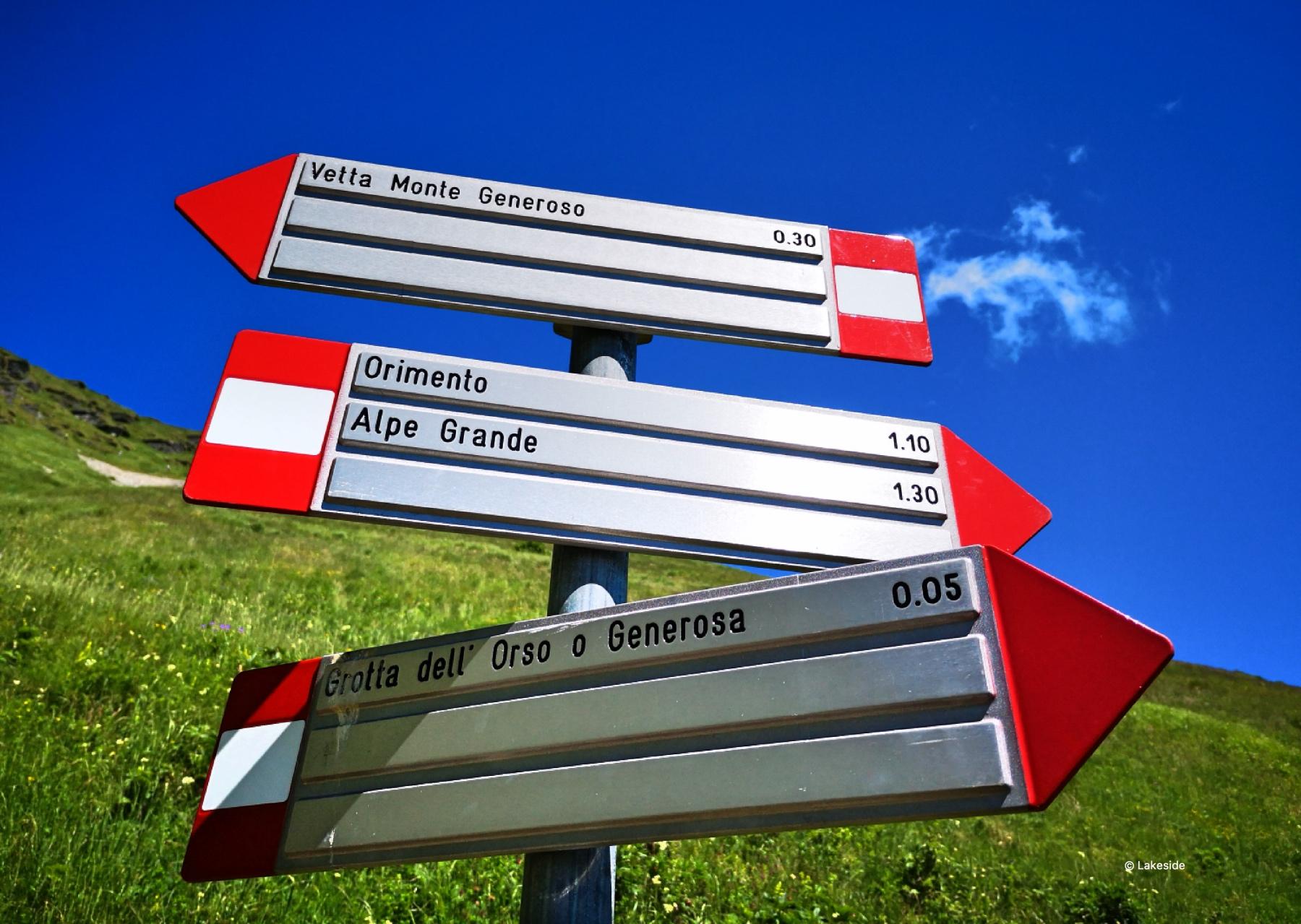 Signs along Sentiero basso