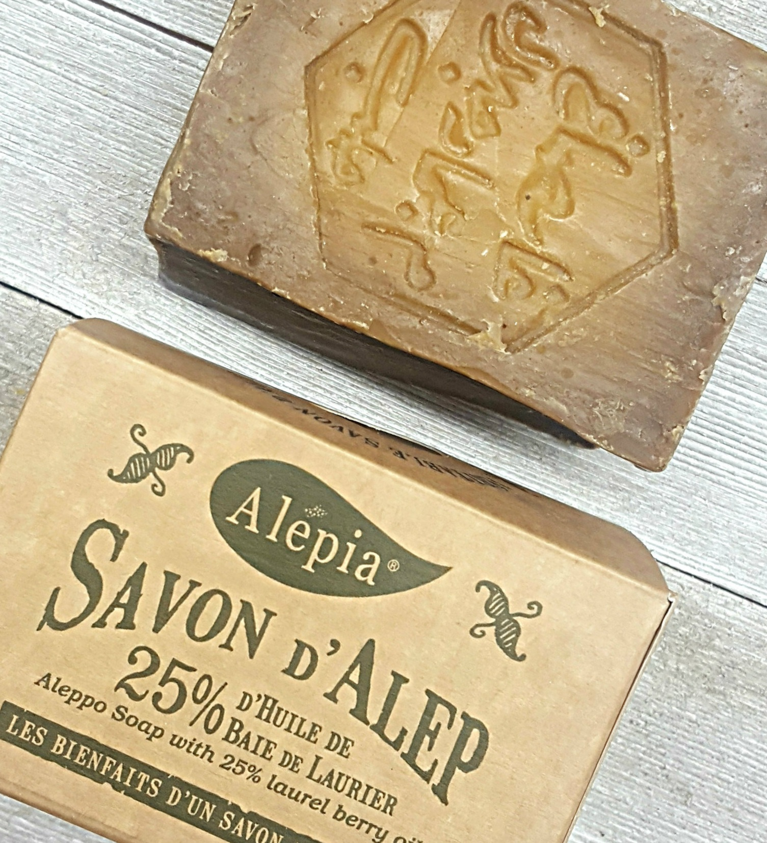 À propos - La mission de Boutique Alepia est de rendre les produits de la marque Alepia disponible au Québec mais aussi partout au Canada.Nos produits sont offerts à la vente au détail principalement via notre boutique en ligne, même s'il est aussi possible de se procurer nos produits en magasin puisque nous distribuons après de plusieurs détaillants qui ont une boutique pignon sur rue.Nous importons nous-même nos savons directement depuis la société La Maison d'Orient en France qui fabrique les produits de la marque Alepia. Autrement dit, entre elles et nous, les seuls intermédiaires sont les douaniers et les marins!Utilisez notre page contact afin de communiquer avec nous ou visitez notre page Facebook ou notre blog pour les dernières nouvelles.