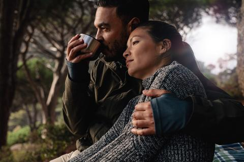 camping_couple_drinking_coffee_large.jpg