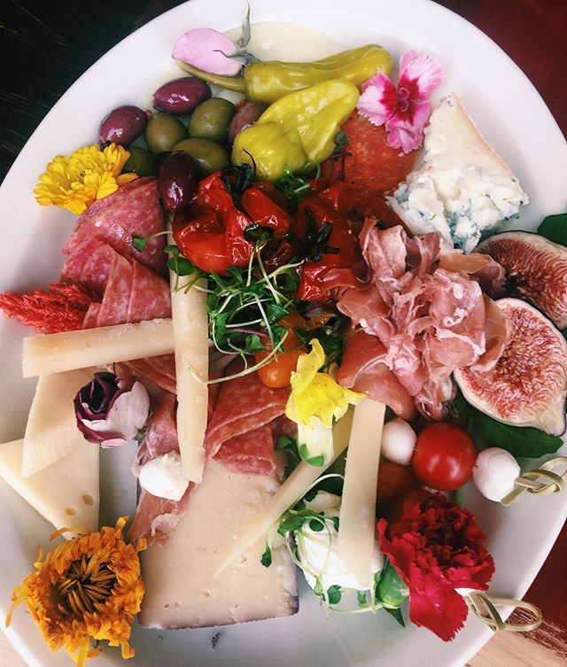 Say hello to our summer charcuterie board 🌼 made with a selection of artisan meats & cheeses - available all weekend long! #pastashoplv