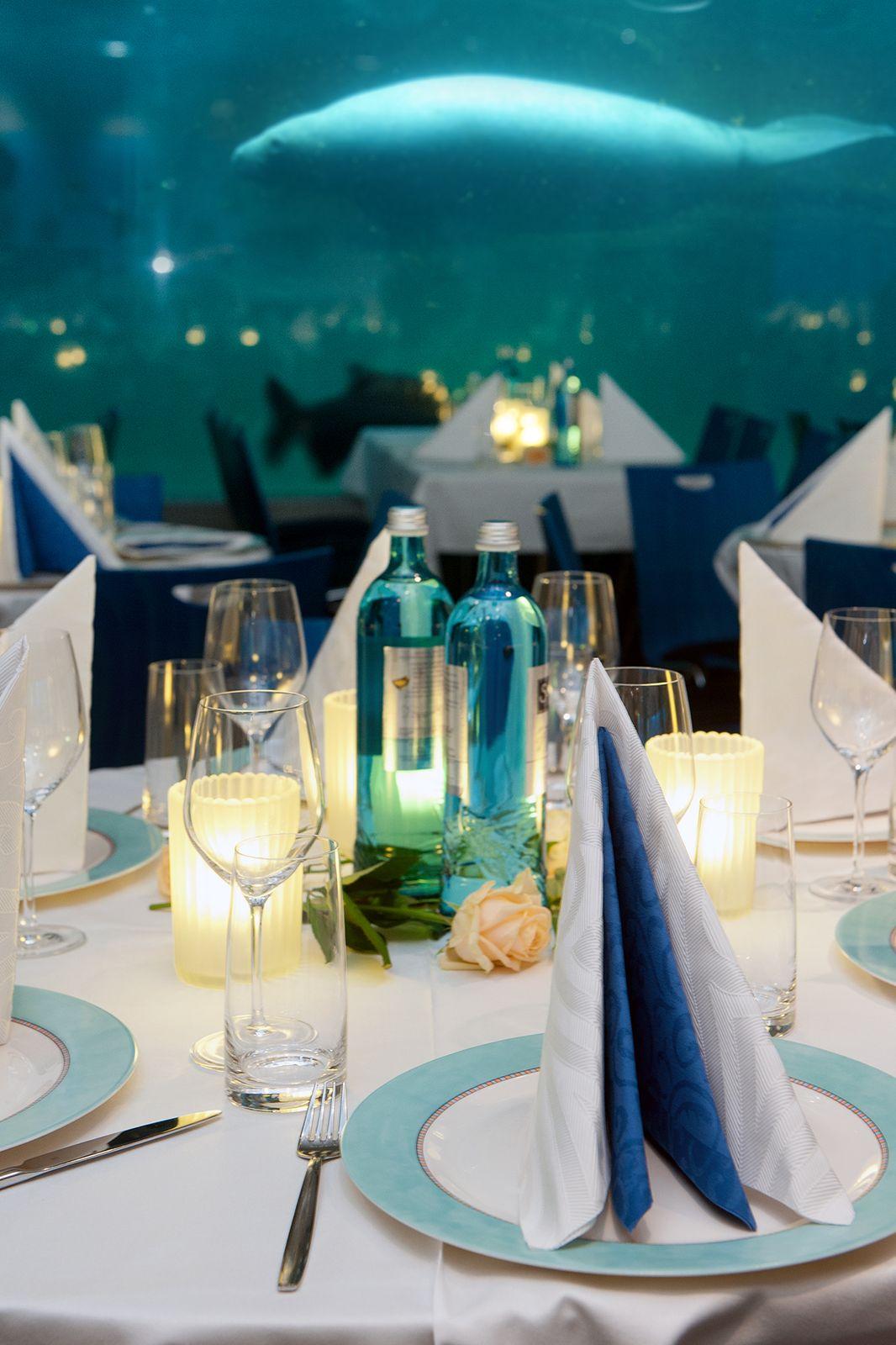 Blauer Salon_ Manati+Tisch_ergebnis.png