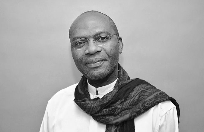 Gaston-Paul EFFA,  professeur de philosophie et écrivain – Grand Prix de littérature d'Afrique noire, 1998