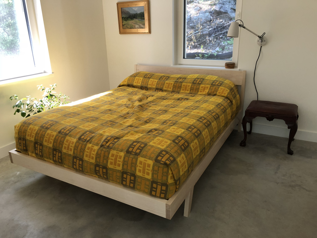 Contemporary maple bed
