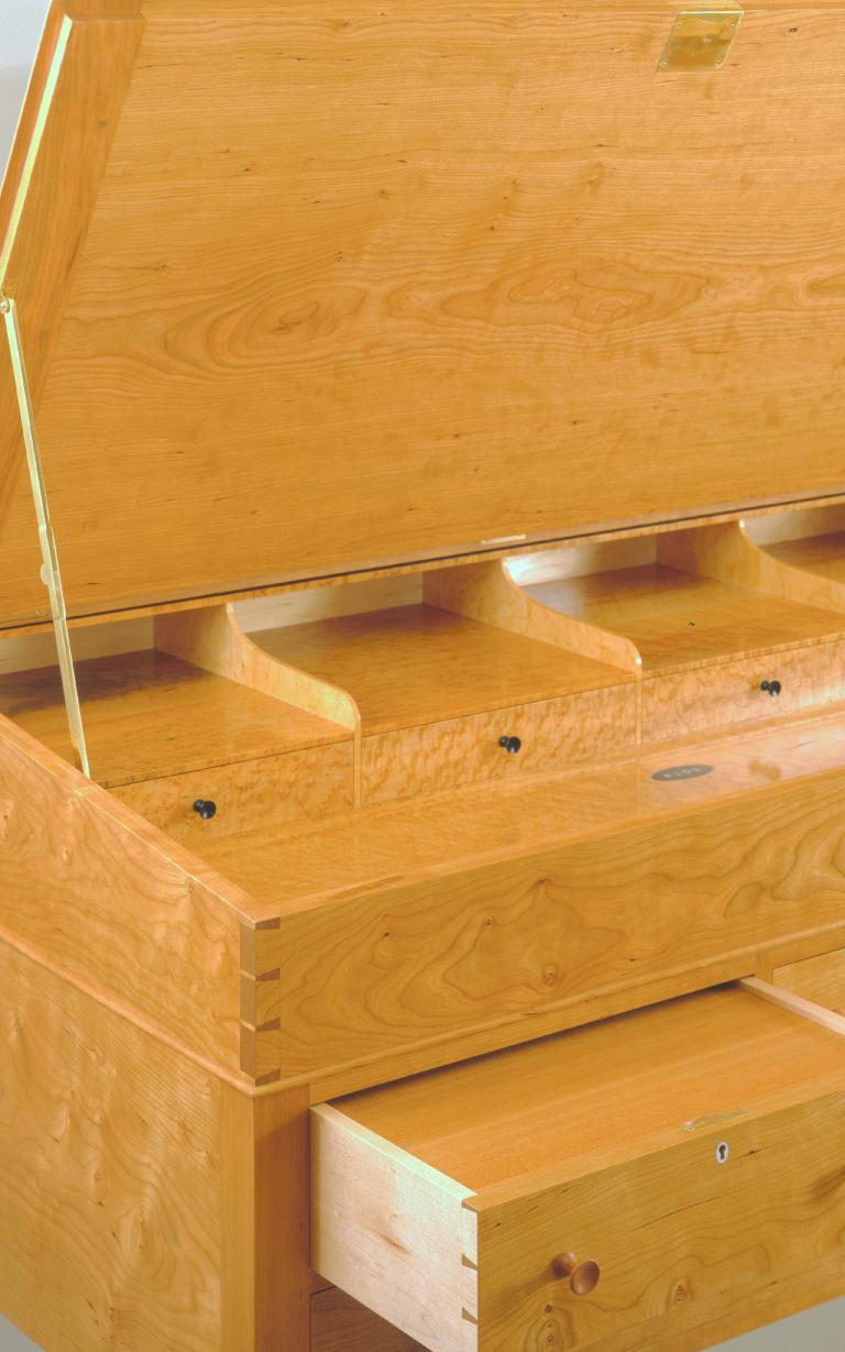 bruce-eaton-stand-up-desk-maple-detail-Boston-custom-furniture.jpg