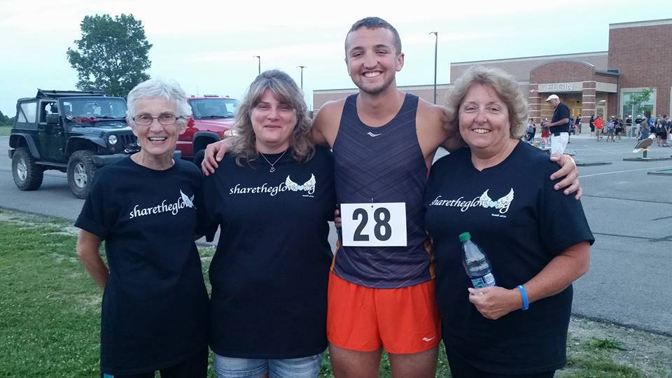 2016 Glow Runner Winner (One-Time Recipient): Kevin Conroy (Pictured with Sponsors Donna Lee, Tonya Ralph, and Theresa Vermillion)