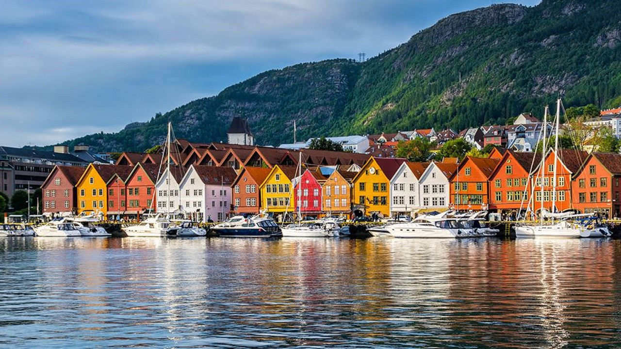 14-day Scenic Circle of Scandinavia (Sweden, Denmark, Norway)Trip - starting from £4300 pp, approx. Rp. 80 mil
