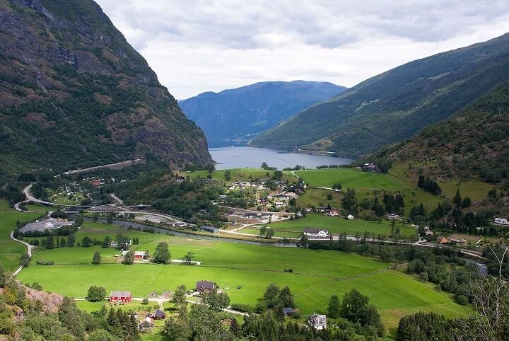 Hike Flåm Valley.jpg