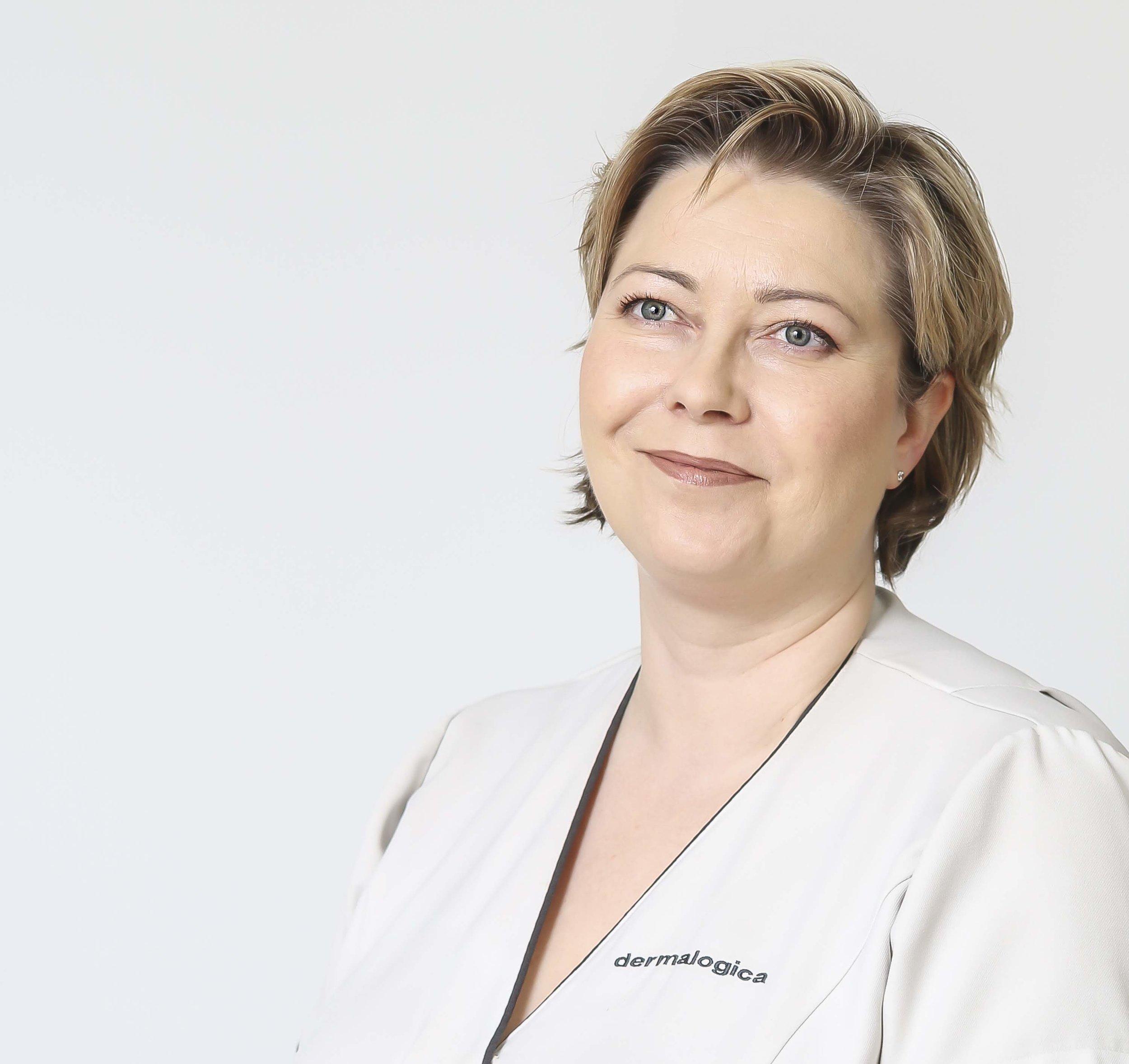 Sanna koivuranta - Sanna on Kauneus- & Komeushoitola Sanna's Style Ky:n omistaja, SKY-Kosmetologi, Dermalogica Expert ihoterapeutti.Aikaisemmin urallaan Sanna on toiminut myös kosmetologi opettajana ja ollut alalla jo vuodesta 1999 alkaen.