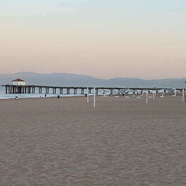 It's the last week to sign up for the 6th annual 4DFours coed Vball Tournament on October 12th on the South side of the Manhattan Beach Pier! Go to 4DFours.com to sign up before it fills up!! . . . #manhattanbeach #hermosabeach #manhattanbeachpier #hermosabeachpier #redondobeach #redondobeachpier #4dfours #elporto @volleyballworld @platform1440 @avpbeach