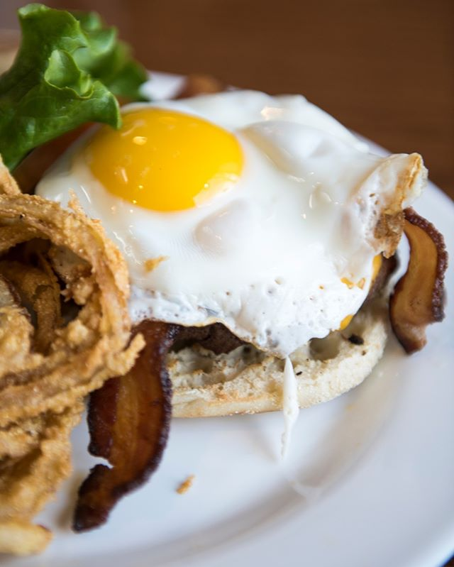 It's Burger O'clock and we have many juicy burgers to choose from! One of our favorites happens to be our BREAKFAST Burger!! ➡8oz blend, American Cheese, and Bacon topped with a Sunnyside Egg! All served on an English Muffin😋 #burgertime #burger #TGIF
