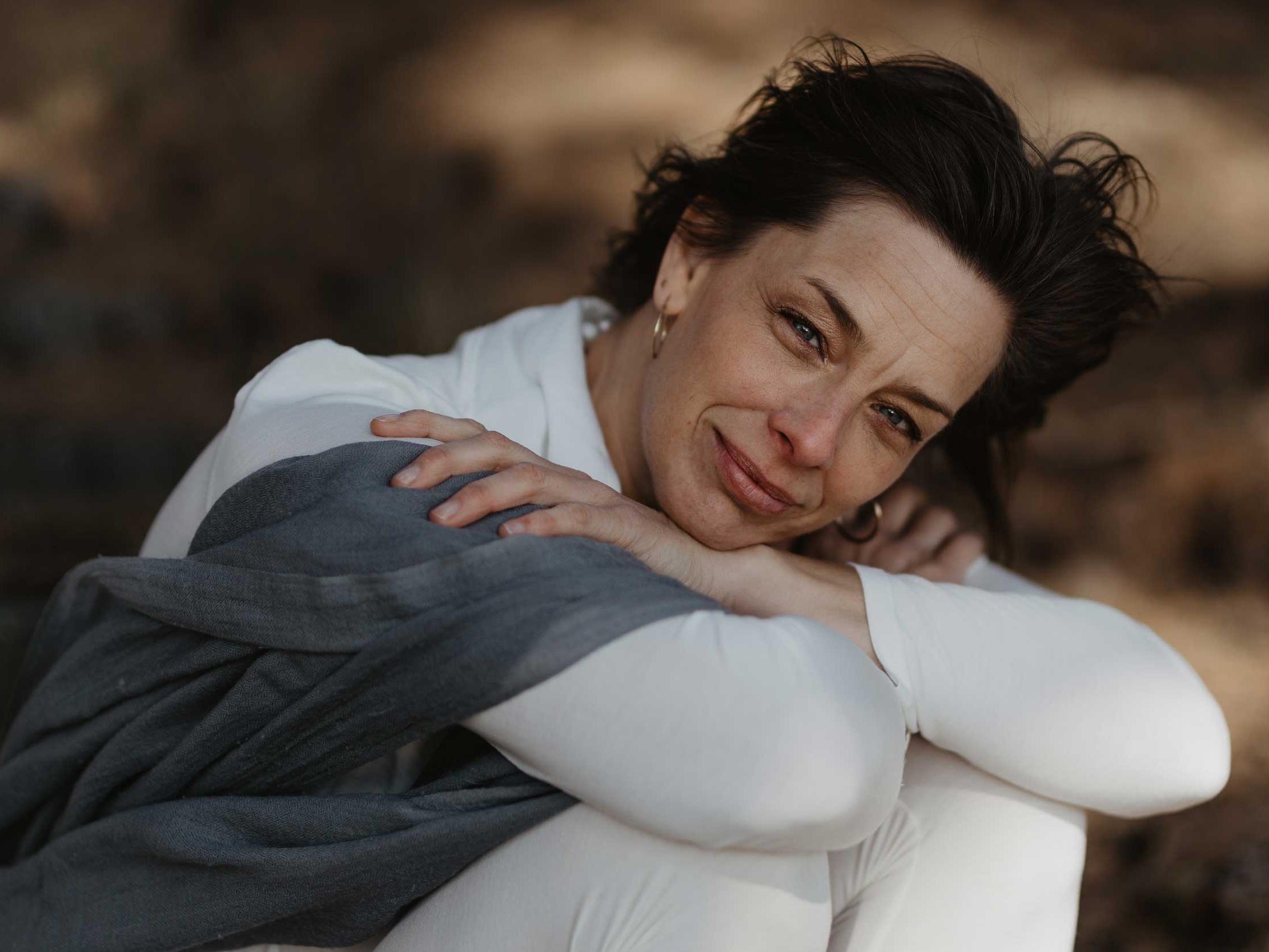 Sophia Göth - Kundaliniyogans underbara tekniker levererar, transformerar och gör en härligt lycklig. Det mest konsekventa jag har gjort i mitt liv är att utöva yoga och meditera.