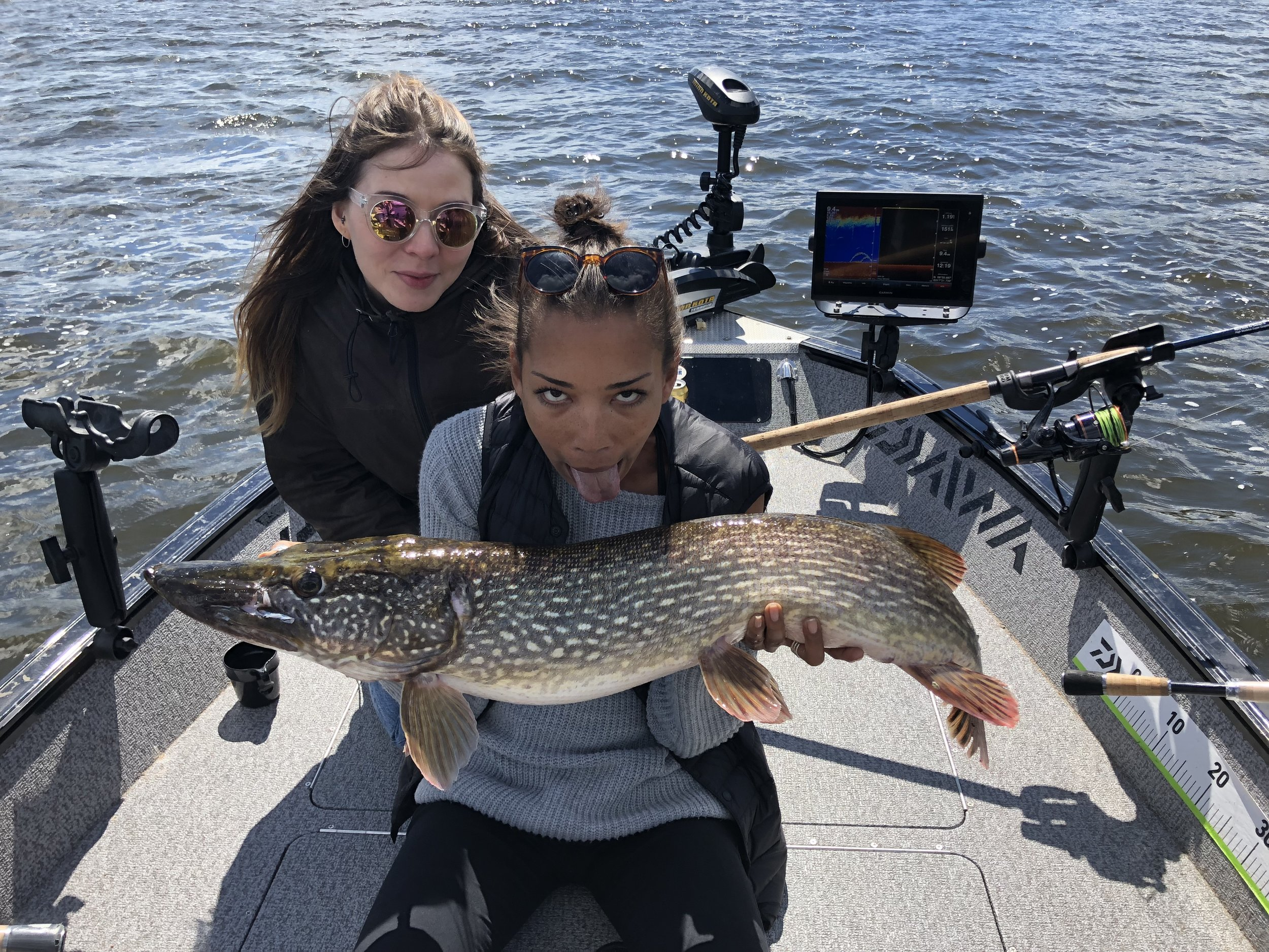 Fishing Girls with Trosa Fiskeguide.jpg
