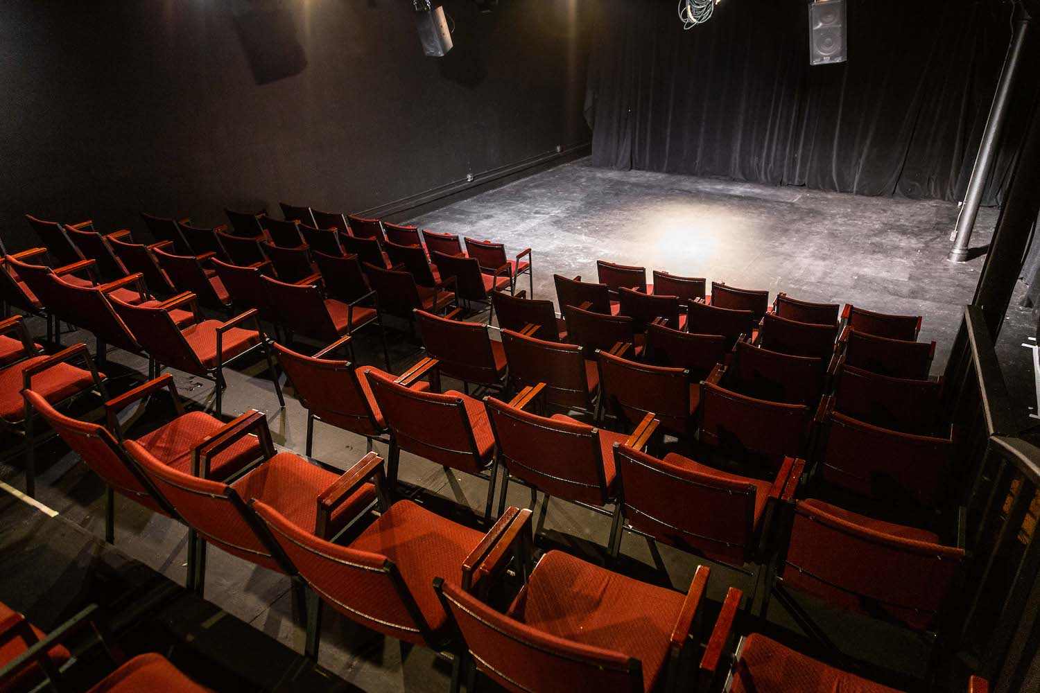the-den-theatre-ryanmartin-thedentheatre-chicago-wicker-park-comedyshow-standup-comedy-music-must-see-performance-music-venue-book-theden-25.jpg