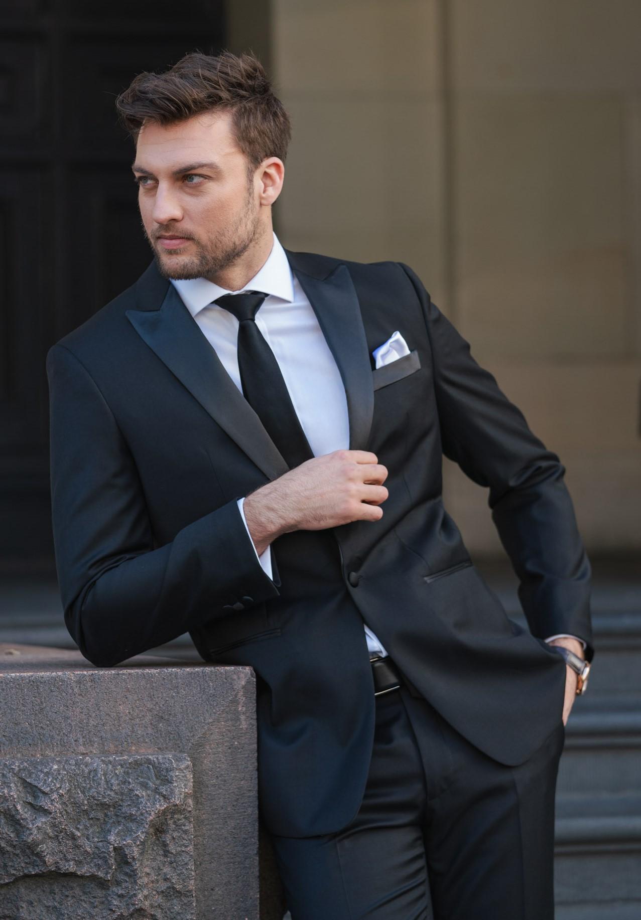 the best attitude 35813 91f98 Daniel Hechter Black Wool Peak Lapel Tuxedo — Ron Bennett Menswear
