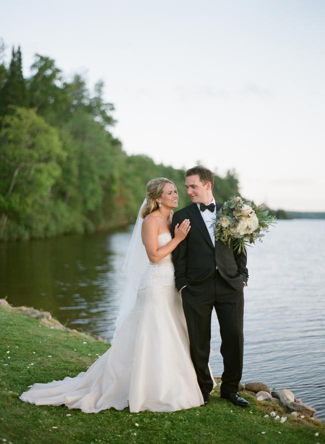 michigan-backyard-wedding-032(pp_w650_h887).jpg