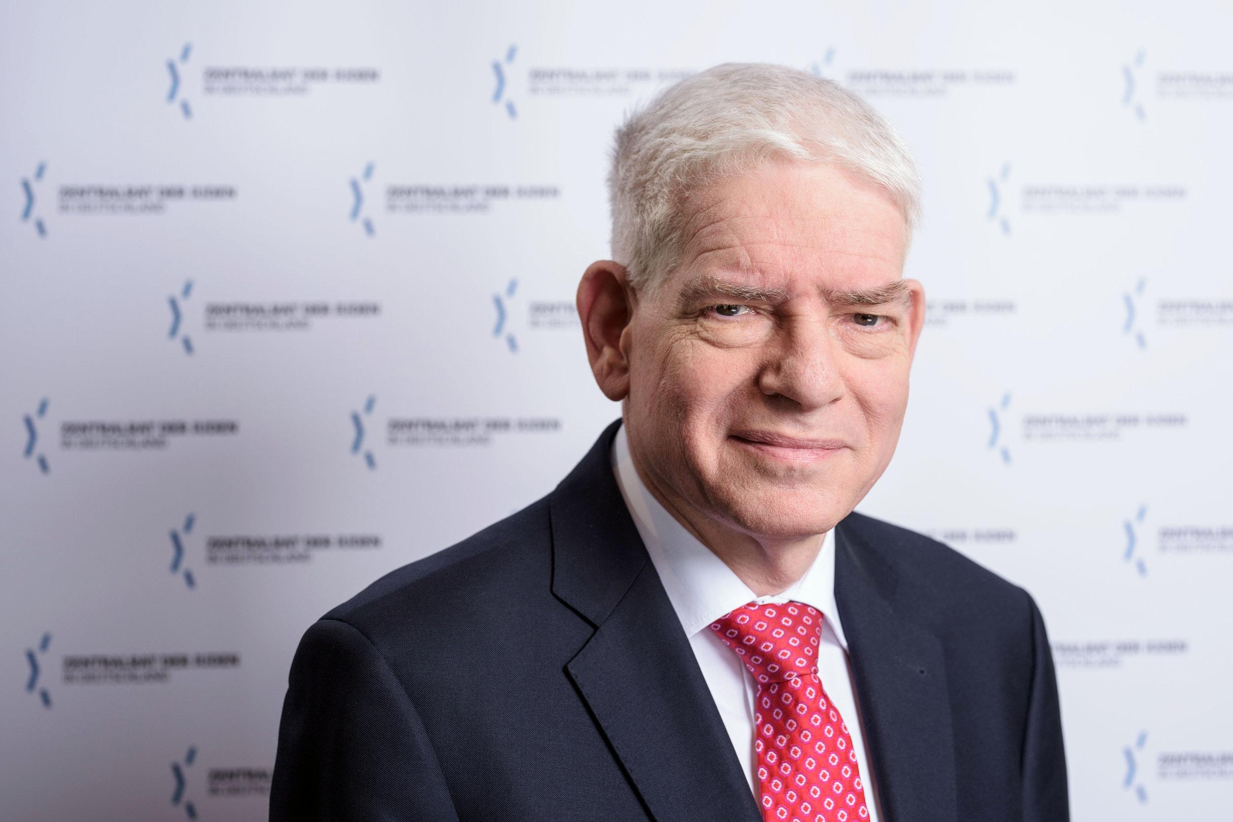 Dr. JOSEF SCHUSTER