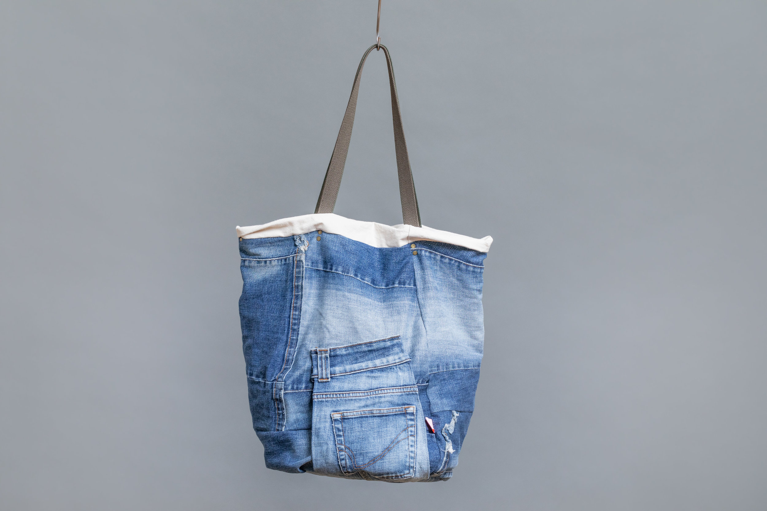twists and turns bag the cure back light blue.jpg