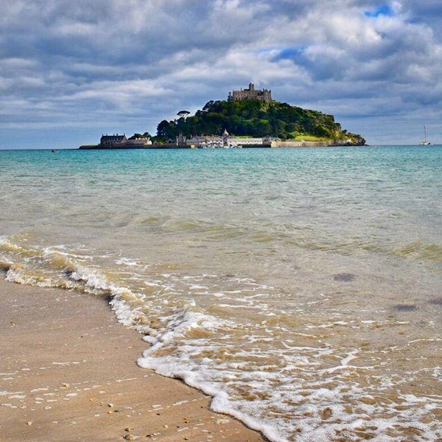 Bernard, Manny, I'm moving to Cornwall to start a new life  #stmichaelsmount #cornwall #visitcornwall #explorecornwall #epic_castles #thisprettyengland #lovecornwall #instabritain #summer #blackbooks #nationaltrust