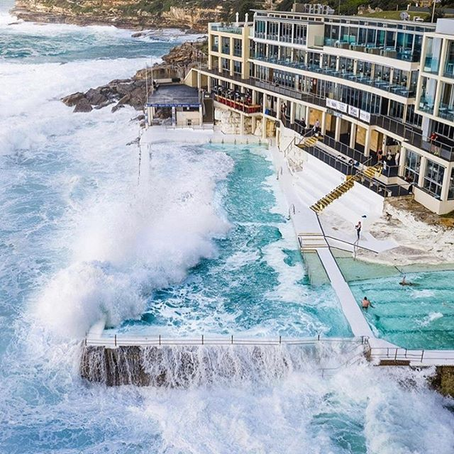 Mother Nature is putting on a spectacular show for all our members and guests at the moment! Watch the huge waves roll in while training from the gym - no better place to be on a day like today! 📷@seeshots
