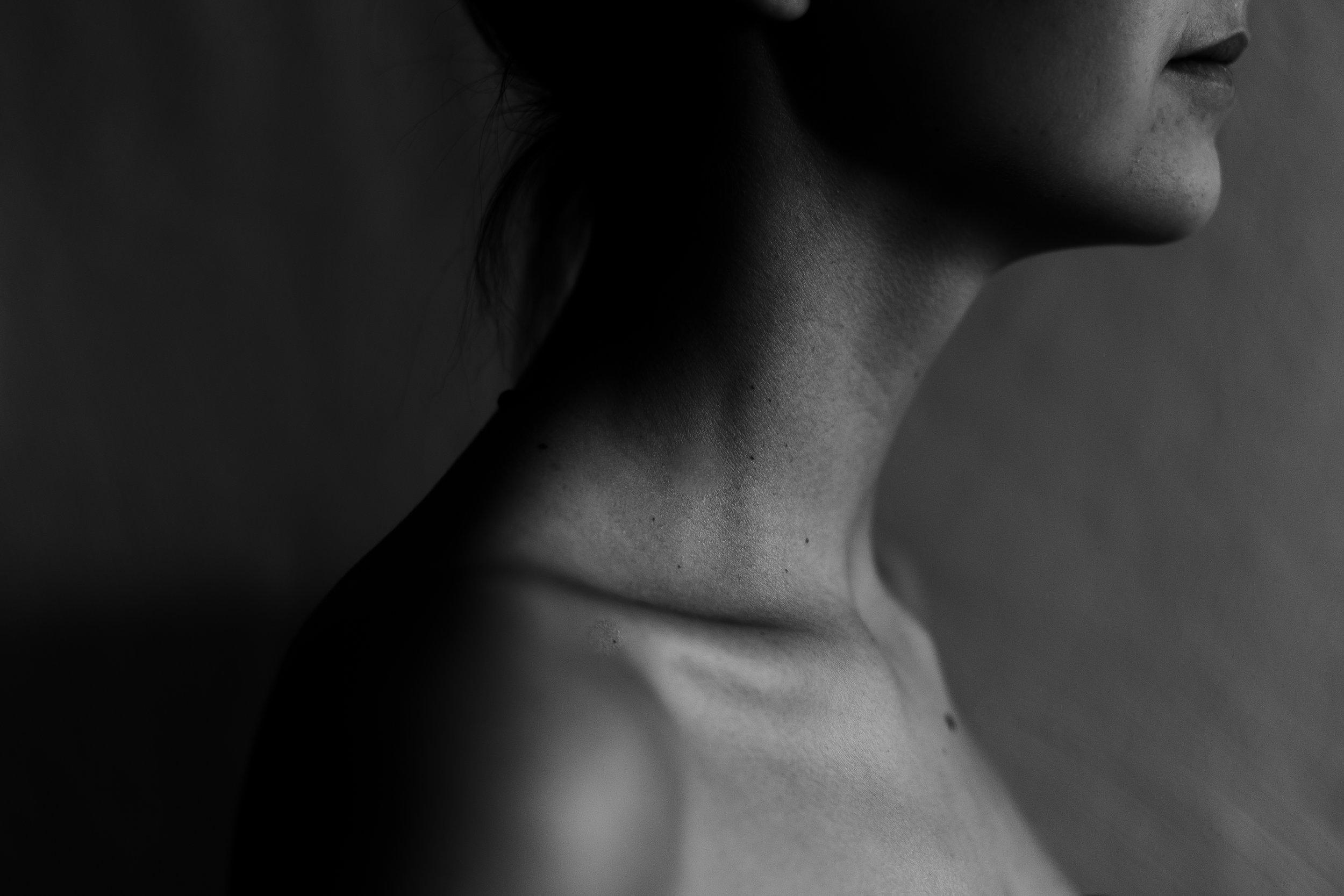 Kobling mellom nakke og kjeve - For mange nakkeskadde er det uten tvil en sammenheng mellom skader i nakken og symptomer/smerter i ansikt/kjeve/hode.