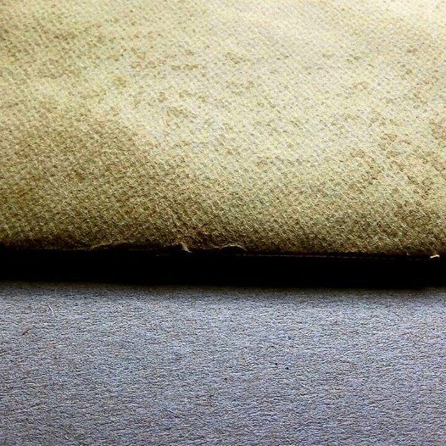 Midweek paper love. Treating textured paper for a commissioned artist portfolio.  #contemporarycrafts #bookbinding #beautifulpaper #paper #kotbacalleja #handmadeineurope #texturedpaper #texturesandcolours #texture #portfolios #craftivism