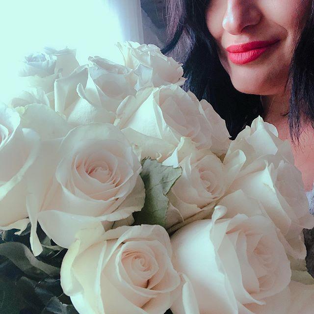 flowers always make me smile✨ #busydayatwork #lovinglife #besthusbandever #changesinlife #motivation #flowers #feelings #love #loveislove