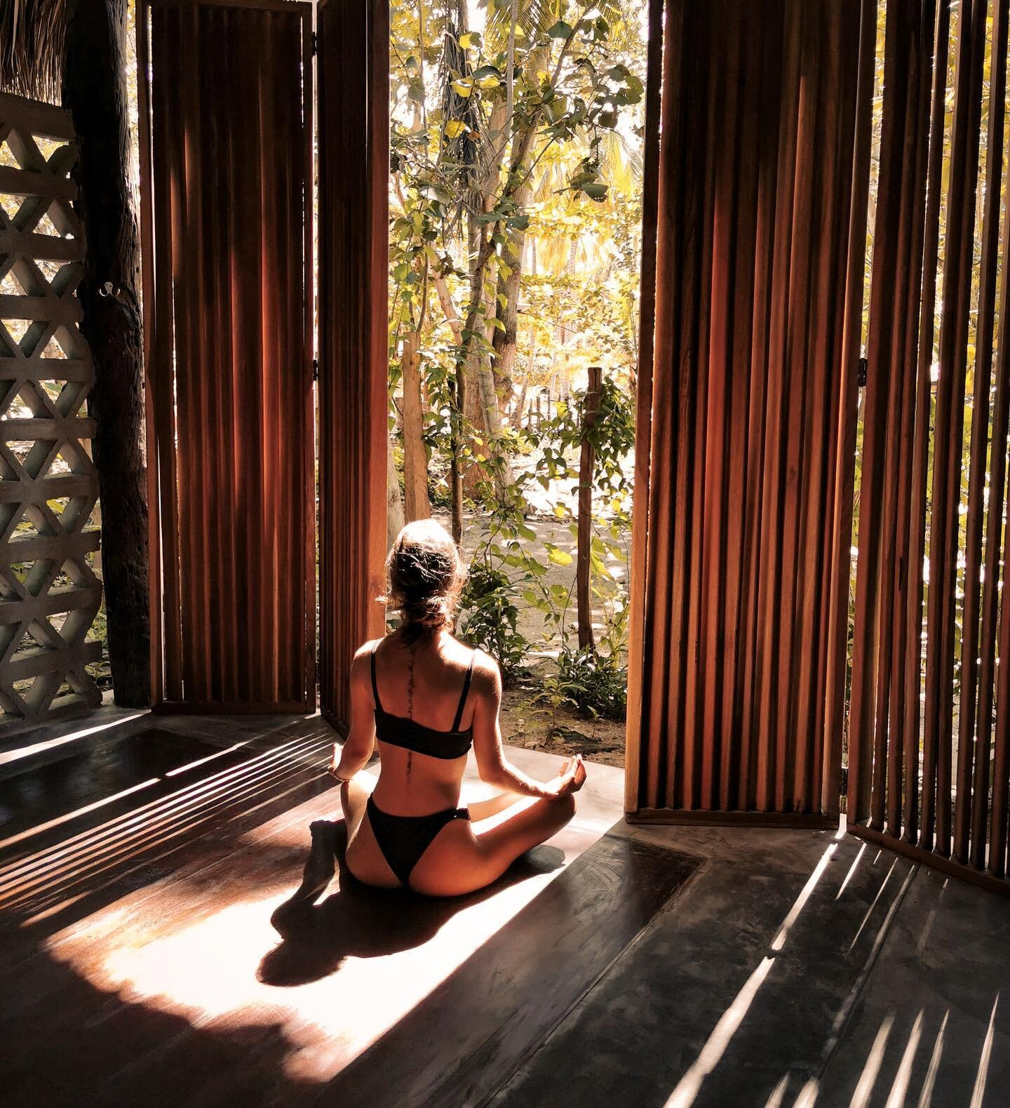 Nothing can dim the light which shines from within ~ Maya Angelou . . @alicialondono88by @martinme5a   at Gitana Wellness Spa . #gitanadelmar #boutiquehotel #wellnesscenter #naturehotel #meditate #bepresent #mindfulness #sierranevadadesantamarta #caribe #colombia