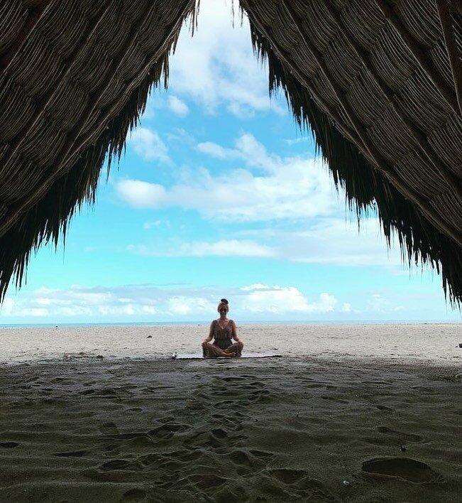 Morning meditation 🤍 . . 📸 @lilogalar @gitanadelmarbeachresort  . . #gitanadelmar #buenosdias #goodmorning #morningmeditation #yogaeveryday #naturehotel #yogaretreatcenter #yogatravel #yogaretreats