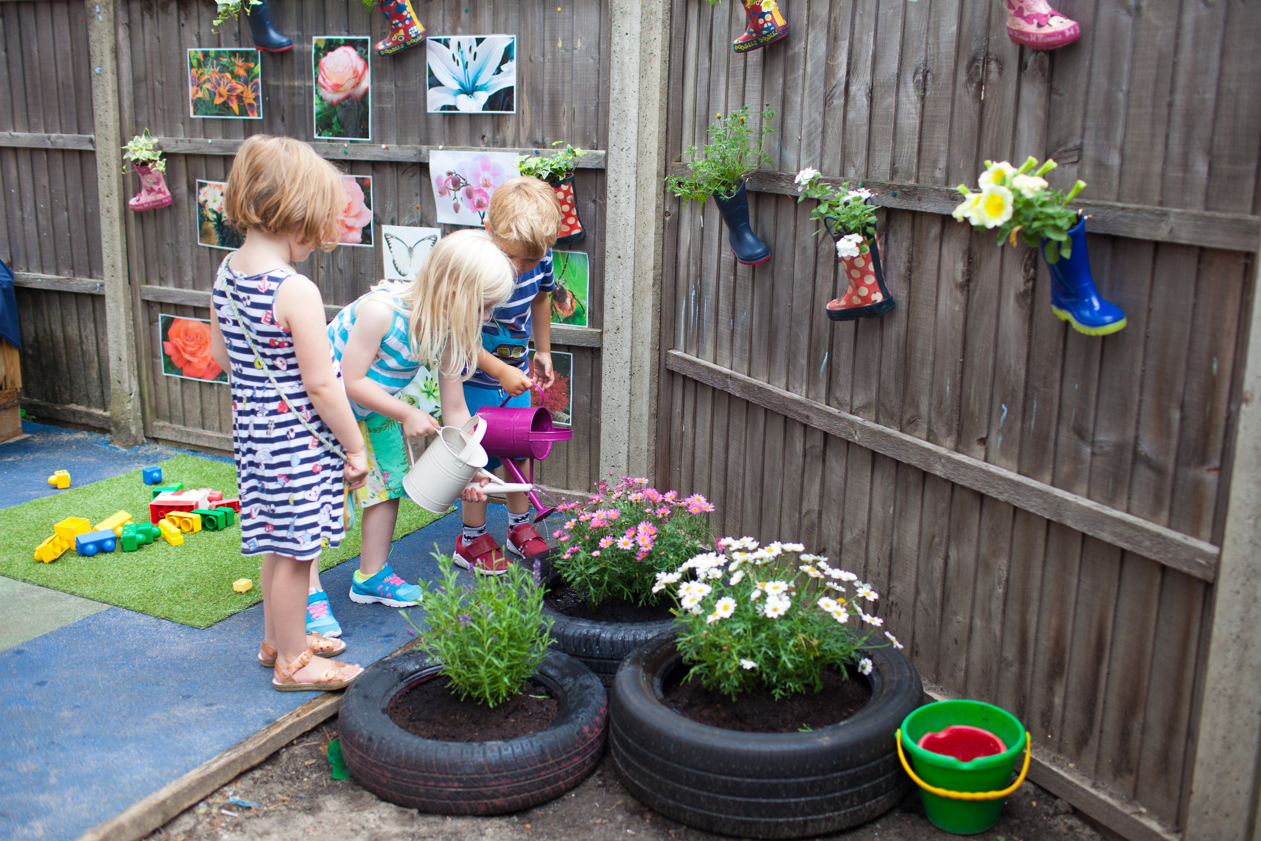 Little gardeners getting stuck in (Hanwell)