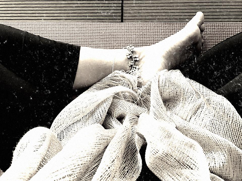 """- Yoga ist für mich der Moment der Heilung, nach anstrengenden Tagen. Freiräume schaffen und dabei meine Grenzen erkennen. Ein Ritual, um in die Tiefe meiner Seele zu tauchen. Stille. Mut meine Angst zu überwinden und über mich und meine gedachten Konzepte von Sein hinauszuwachsen. Meditation in Bewegung. Loslassen. Savasana und die Möglichkeit jedes Mal von Neuem zu beginnen, wenn ich von der Matte ins Leben gehe. """""""