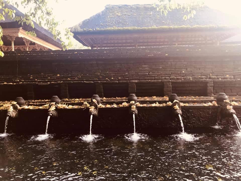 Die heiligen Brunnen der balinesischen Inselgöttin. Reinigende Rituale im Kreis der Frauen.