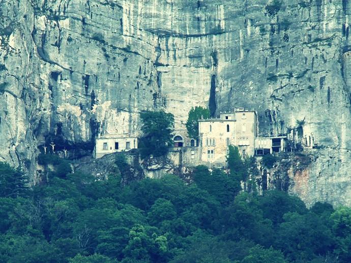 Zoom-Grotte-aussen1.jpg