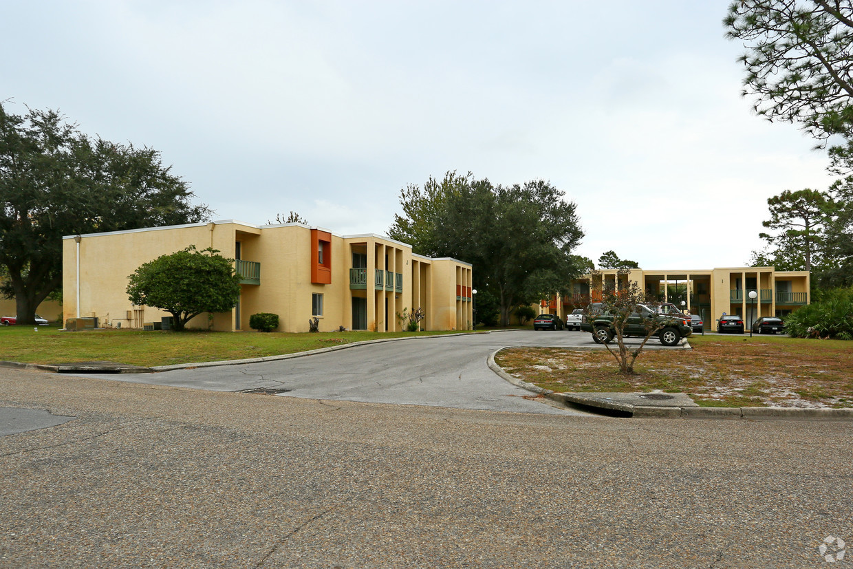 aztec-villa-apartments-panama-city-fl-primary-photo.jpg
