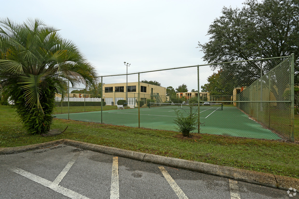 aztec-villa-apartments-panama-city-fl-tennis-court.jpg