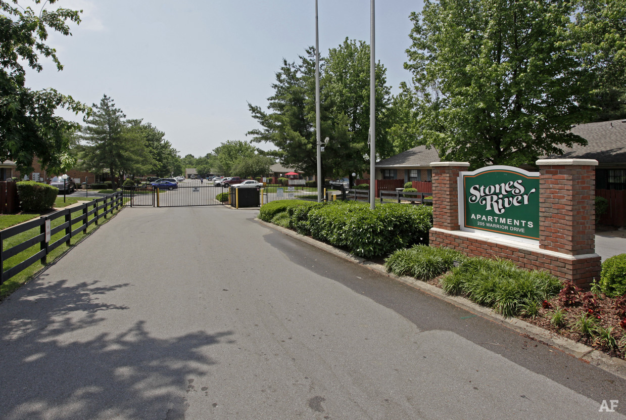 stones-river-apartments-murfreesboro-tn-building-photo.jpg