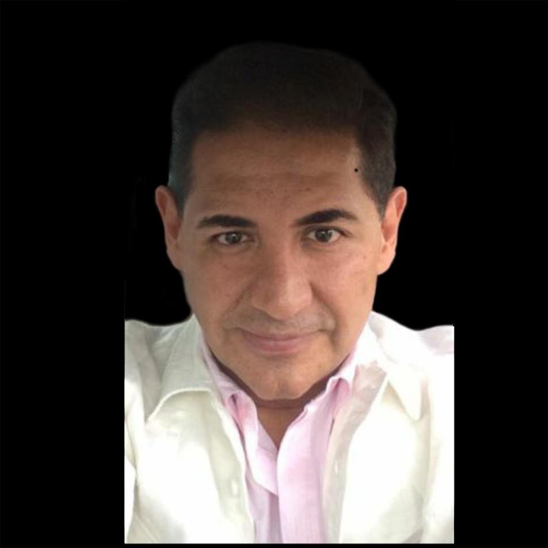 OSCAR RIVERA   Lic. En Comunicación con un máster en Mercadotecnia, experto en producciones masivas y producciones artísticas para personalidades nacionales e internacionales, más de una década como director de producción de la empresa Massivo.