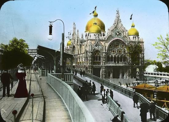 The 1900 Paris Expo's moving sidewalk on the left (Brooklyn Museum)