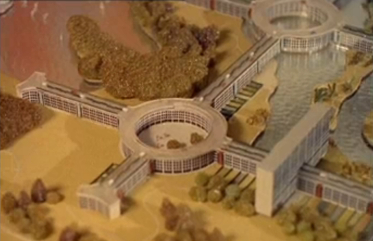 Close-up of the scale model Motopia city of the future (British Pathe screenshot)