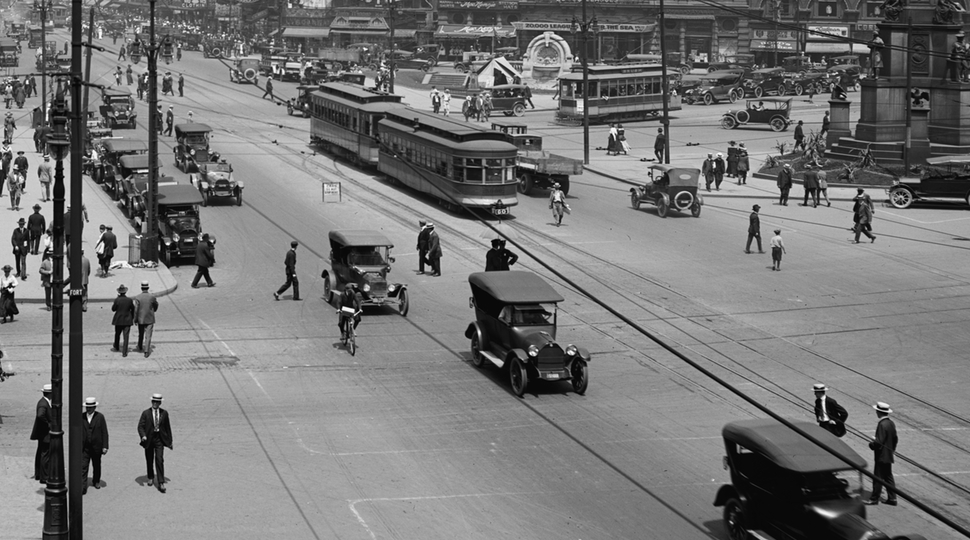 Detroit street scene circa 1917 from the Library of Congress