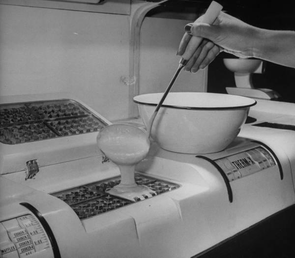 1943 kitchen waffle paleofuture.jpg