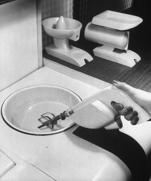 1943 kitchen mixer paleofuture.jpg