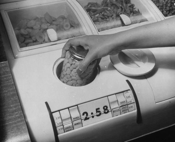 1943 kitchen paleofuture.jpg