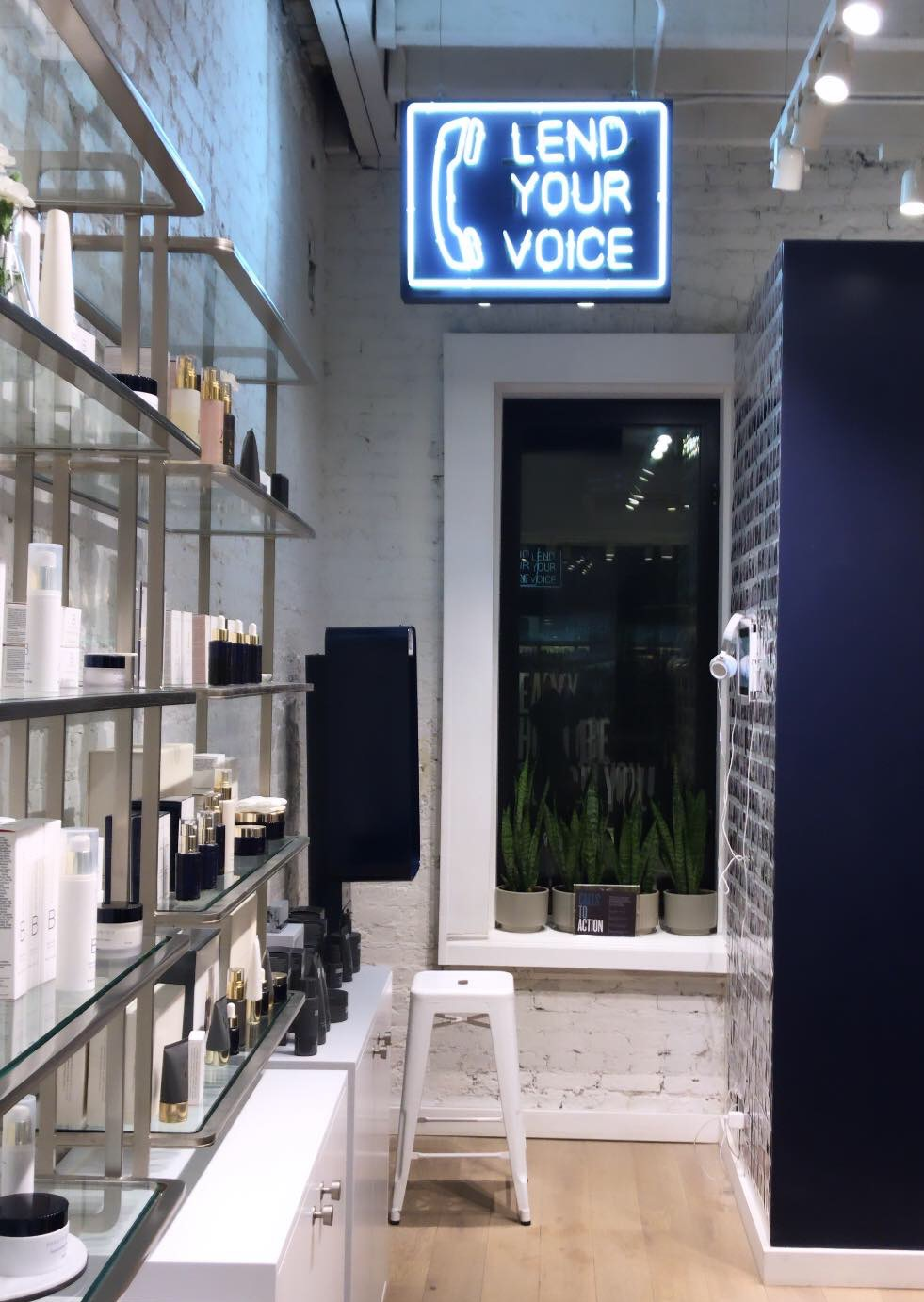 First of all, if you haven't been to the BEAUTYCOUNTER flagship in SoHo, you're missing out. It's beyond cute. The staff is so helpful (and diverse!), and there's even a phone booth where you can call any member of Congress to advocate for better beauty legislation. They even provide phone numbers!