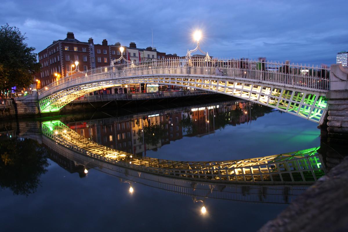 PIC-Ha-penny Bridge-in-Dublin.jpg