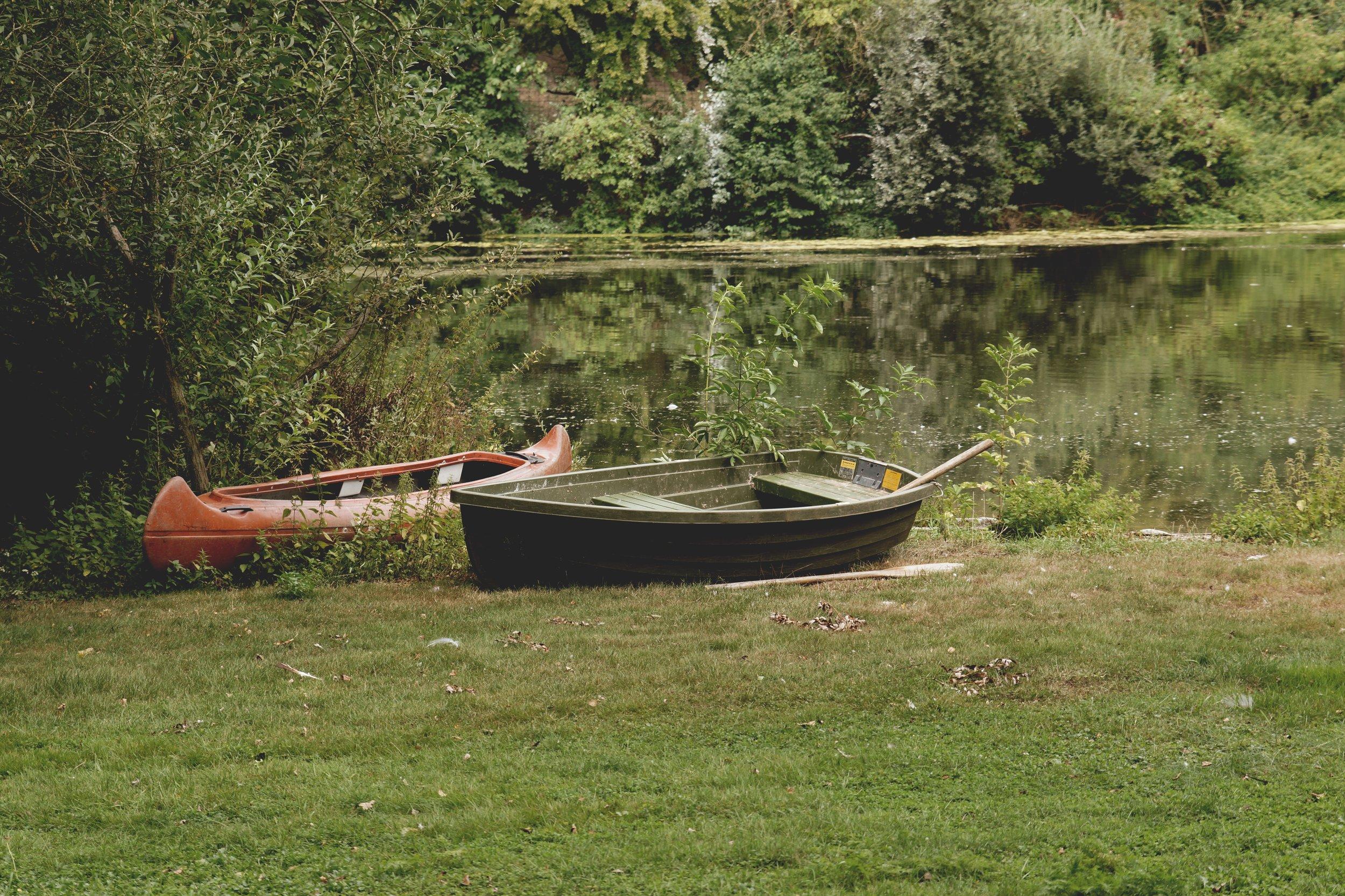 boats-canoe-daylight-534579.jpg
