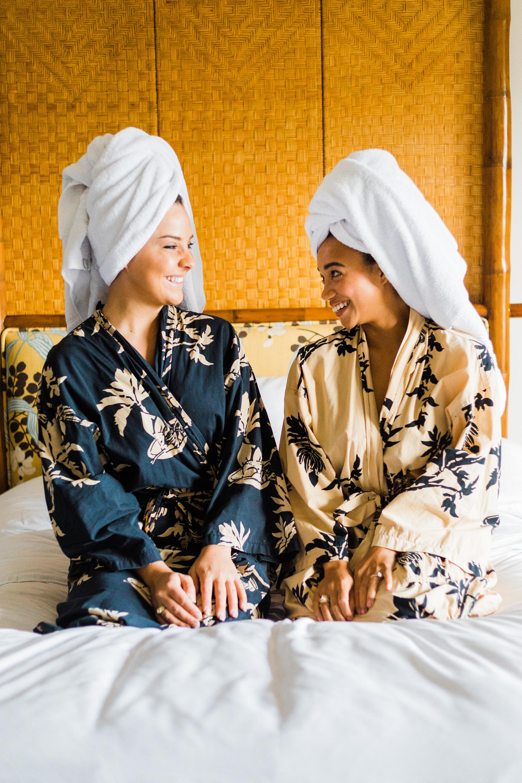 best-friend-getaway-resort-four-seasons-kona-portrait-photographer-1.jpg