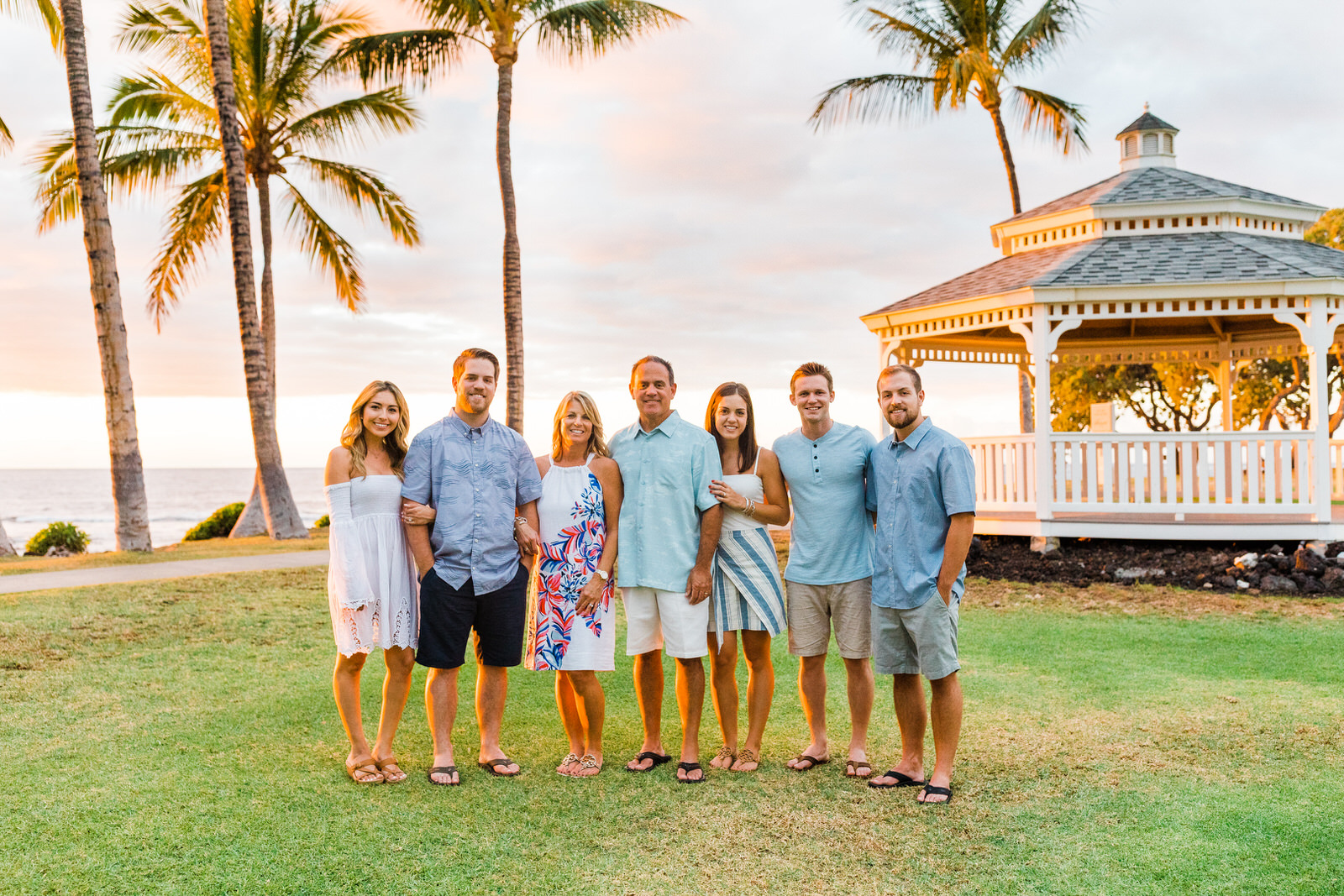 extended-family-vacation-waimea-sunset-16.jpg