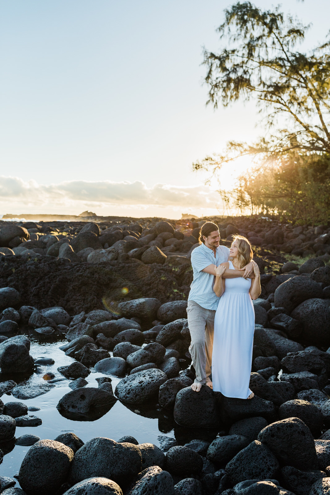 big-island-couple-hilo-photographer-sunrise-elopement-engagement-beach-0388.jpg
