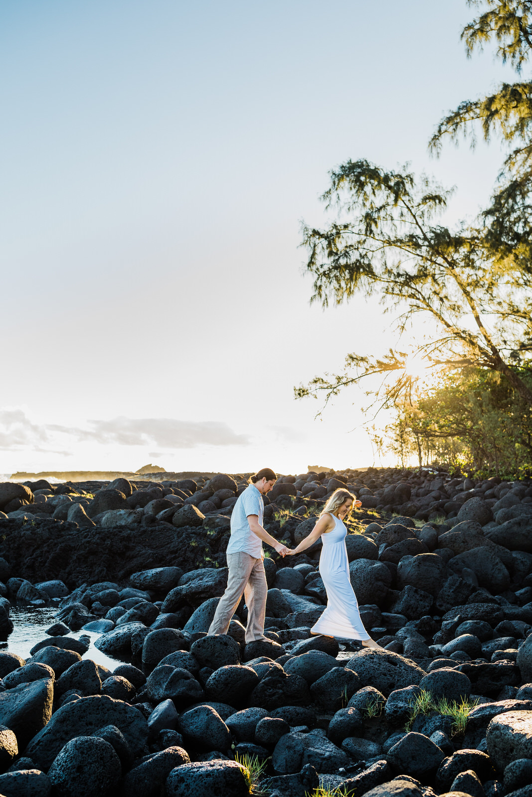 big-island-couple-hilo-photographer-sunrise-elopement-engagement-beach-0452.jpg