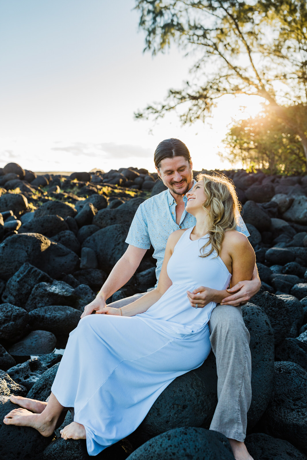 big-island-couple-hilo-photographer-sunrise-elopement-engagement-beach-0477.jpg